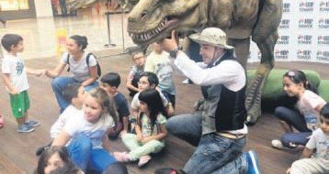 En büyük dinozor T-Rex çocukları bekliyor