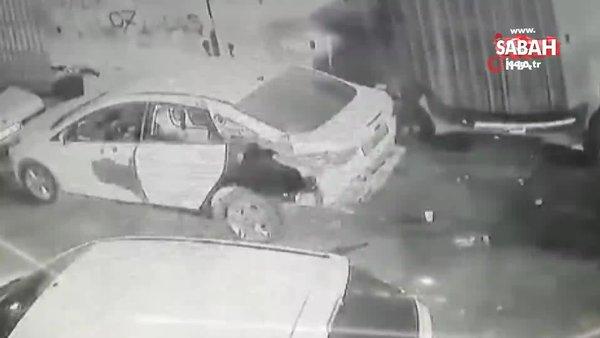 İş yerindeki köpek yanmaktan son anda kurtuldu, korkudan sahibinin yanından ayrılmadı | Video