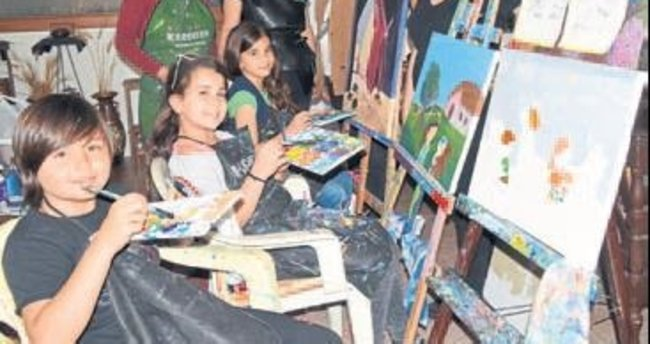 Küçük ressamların eserleri sergilendi
