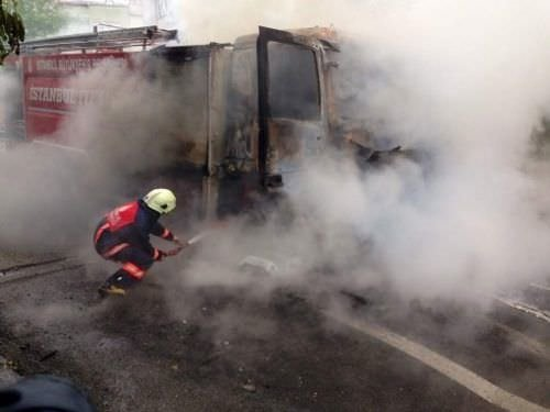 İETT otobüsü ve itfaiyeyi yaktılar