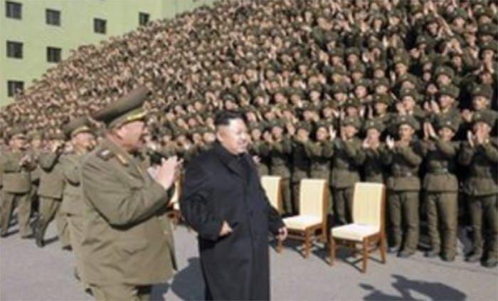 Kuzey Kore lideri bastonsuz görüntülendi