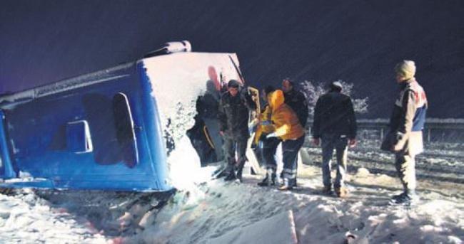 Yollar kan gölü: Üç kaza, 7 ölü 22 yaralı