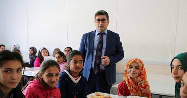 Varto Kaymakamı, okul yemekhanelerini denetledi