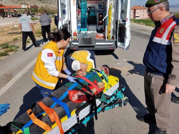 Sanatçı Esat Kabaklı Burdur'da trafik kazası geçirdi