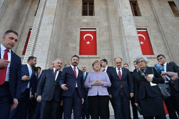 Almanya Başbakanı Merkel Gazi Meclis'i ziyaret etti!