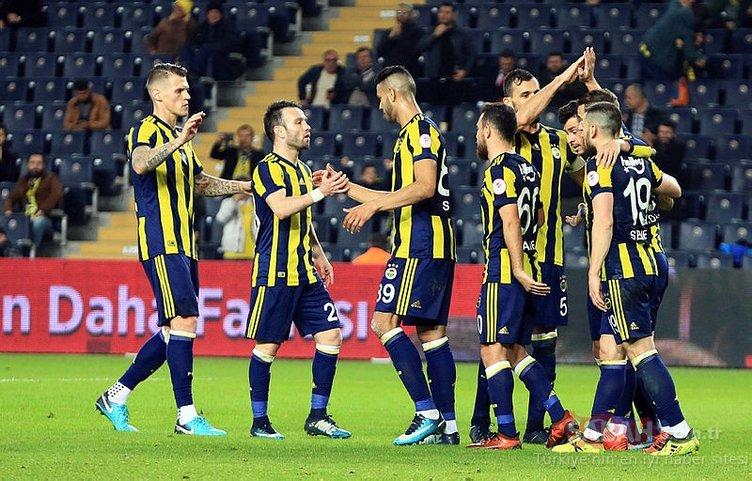Fenerbahçe, o futbolcuyla yollarını ayırıyor