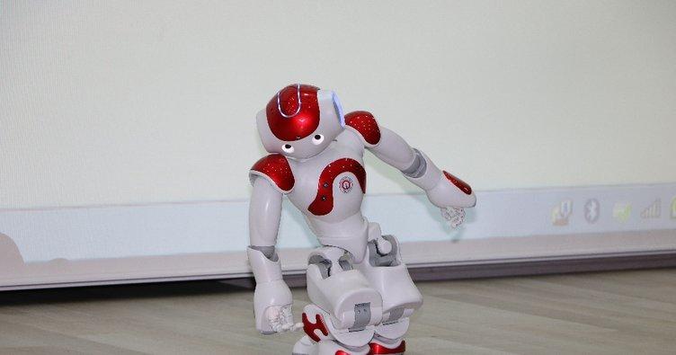 Gösteri yapan insansı robot 'bayıldı'