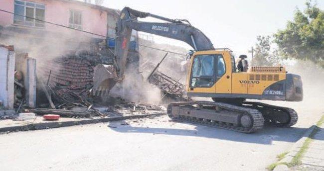 Çinçin'de 70 gecekondu yıkıldı