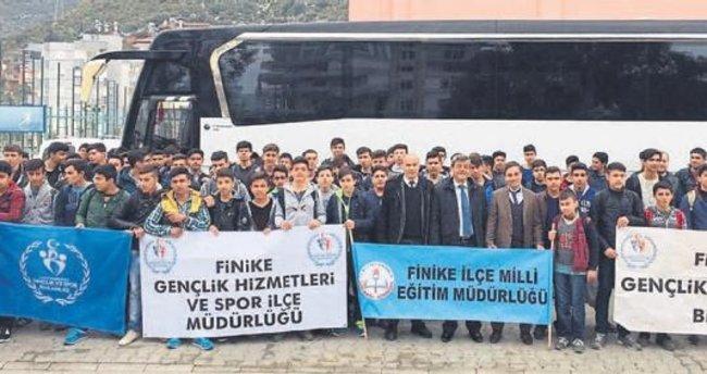 Finikeli öğrenciler gençlik kampında