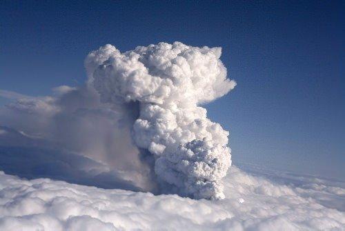 Havaalanı kapattıran dev kül bulutu
