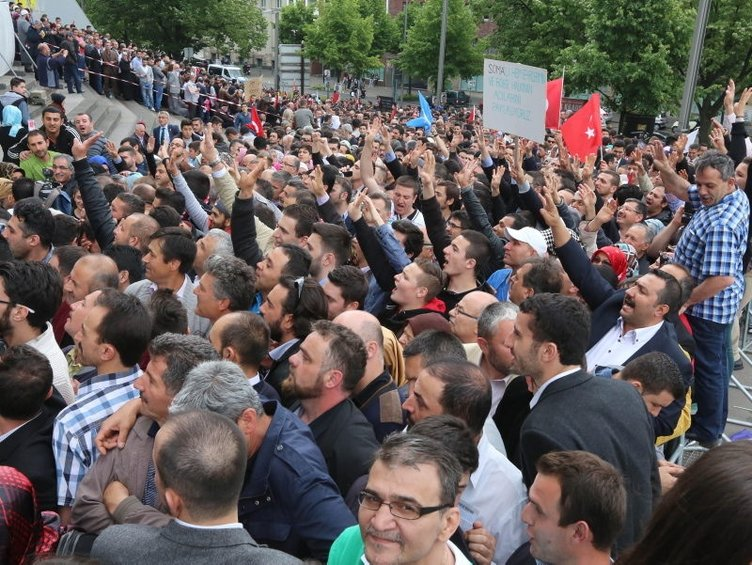 Binlerce kişi Köln'de Erdoğan için toplandı