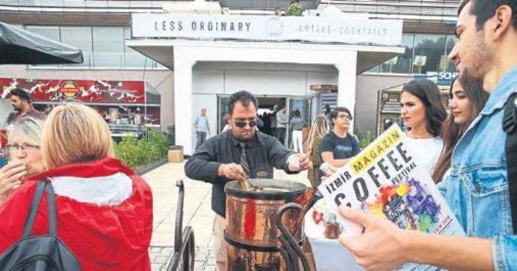 Dev cezvede Türk kahvesi