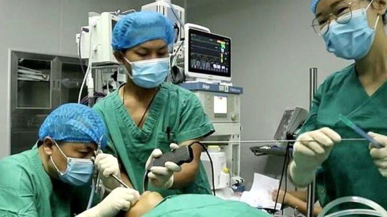 Son dakika haberler: Boğaz ağrısıyla hastaneye gidince ortaya çıktı! Midesinde yaşayan canlı tıp dünyasını şoke etti