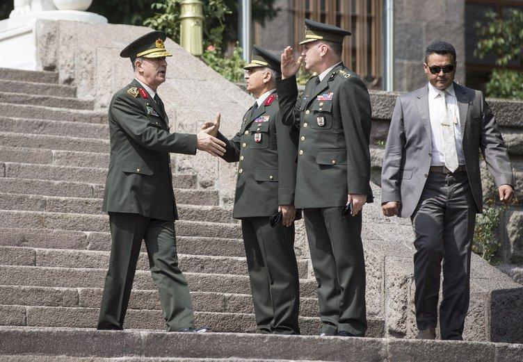 Rusya Genelkurmay Başkanı Gerasimov, Genelkurmay Karargahı'nda