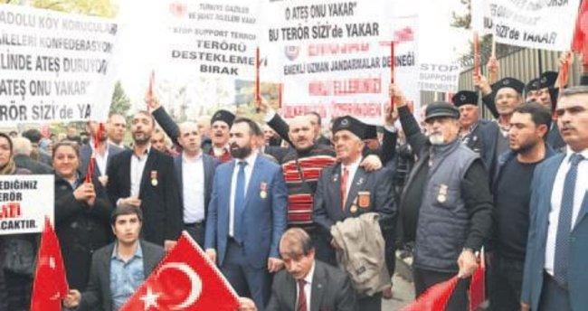 Büyükelçilik önünde Almanya ve Bild'e protesto
