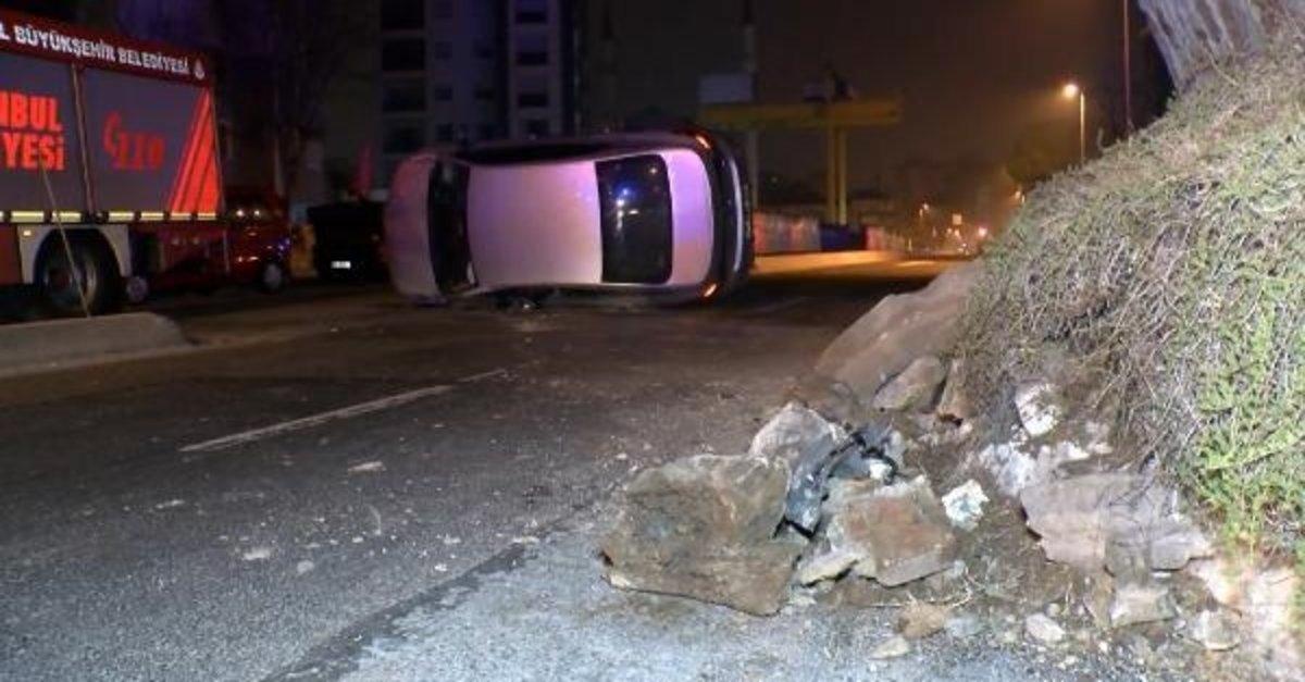 Kadıköy'de kaldırıma çarpan otomobil takla attı, 2 kişi yaralandı