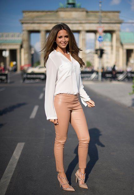 Mandy capristo cameltoe question scandal!