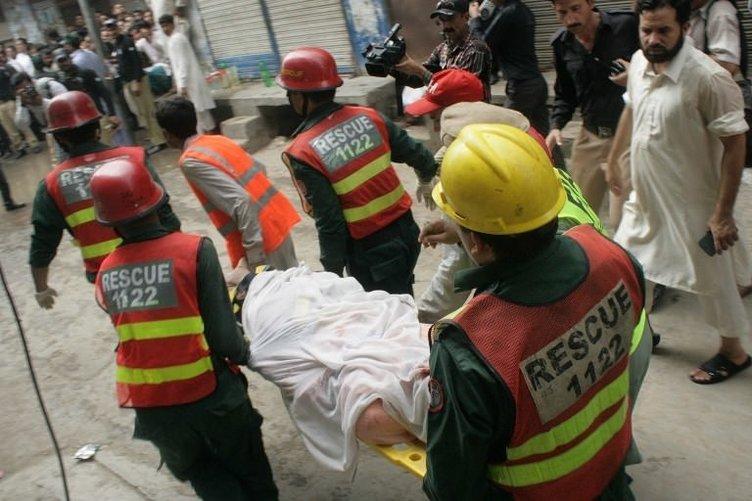 Caminin çatısı çöktü: 24 ölü