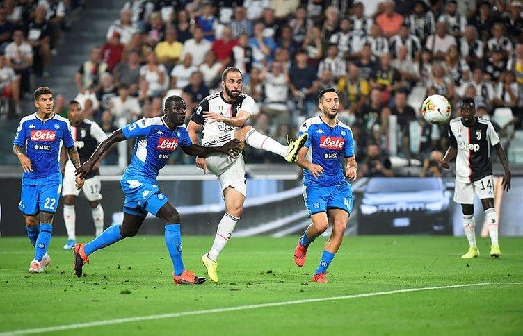Tarihi Juventus - Napoli maçında Eljif Elmas'ın hatası...