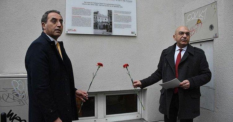 Avusturya'da Nazi döneminde yakılan Türk mabedi için anma