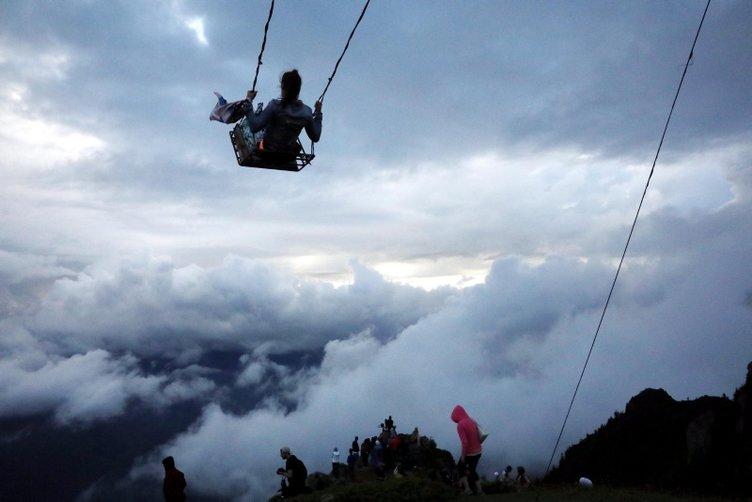 Huser Yaylası'nda bulutların üstünde salıncak keyfi