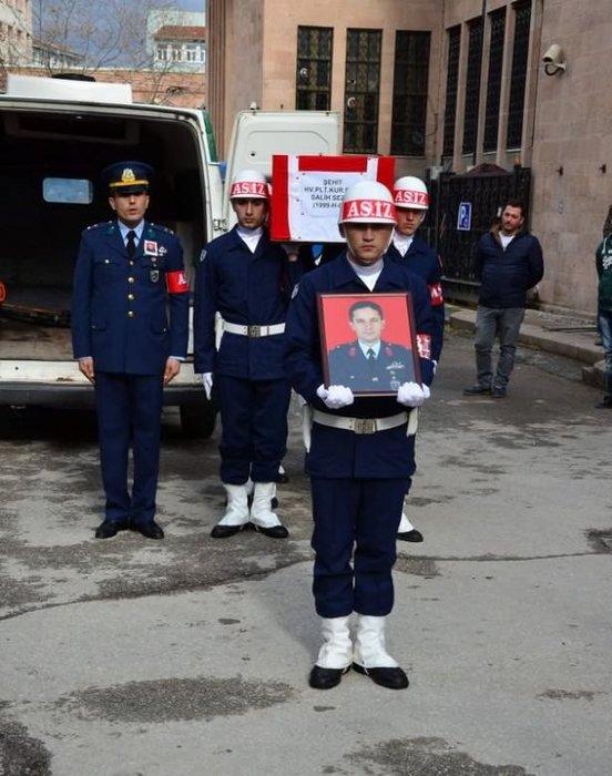 Şehit pilotlar törenle uğurlandı