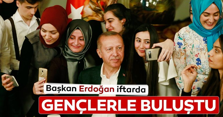 Başkan Erdoğan Dolmabahçe Ofisi'nde gençlerle iftarda bir araya geldi