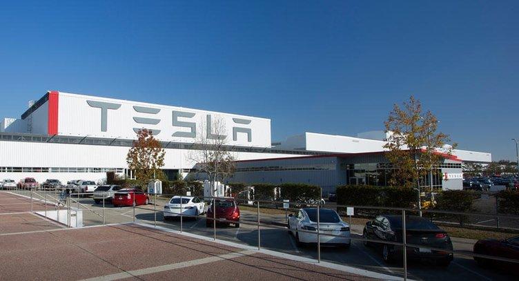 Tesla'ya şok ceza! Hava kirliliğine yol açtığı için...
