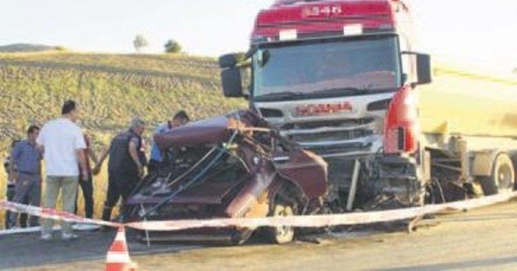 Çubuk'ta TIR ile otomobil çarpıştı