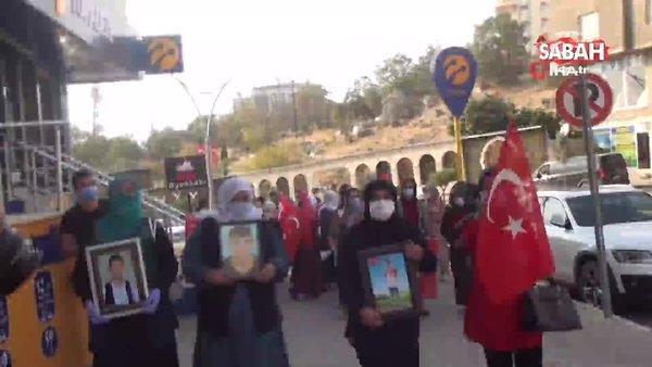 Evlat nöbetindeki anneler HDP binasını 'Kahrolsun PKK' sloganları ile inletti | Video