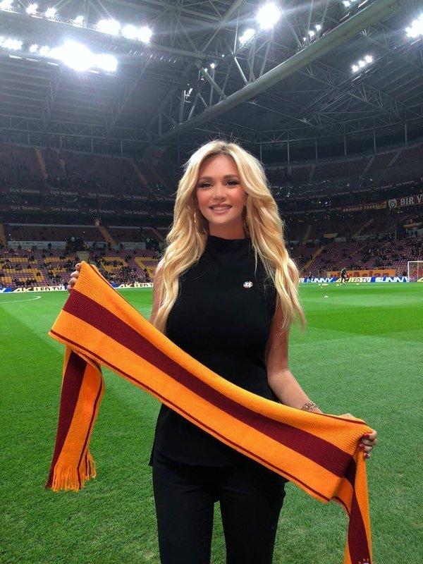 Dünya Kupası İyİ Niyet Elçisi Victoria Lopyreva, Galatasaray maçını izledi