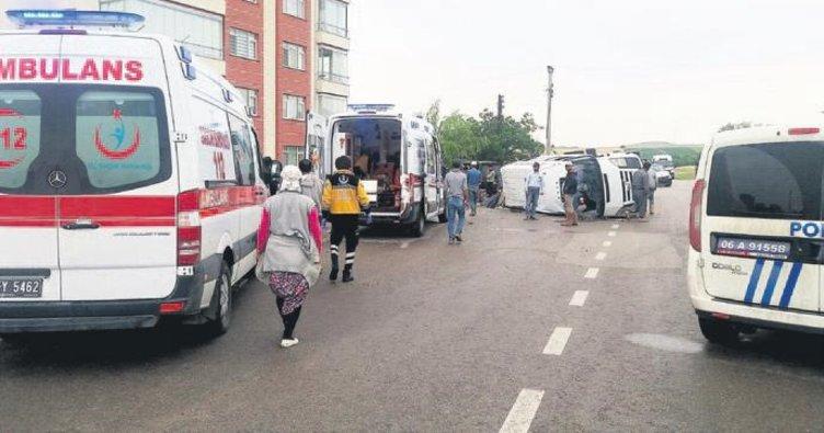 Mevsimlik işçilerin servisi kaza yaptı