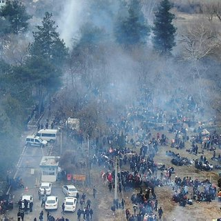 SON DAKİKA! Mültecilere Yunanistan'dan insanlık dışı saldırı! Ses ve gaz bombaları, barikatlar…