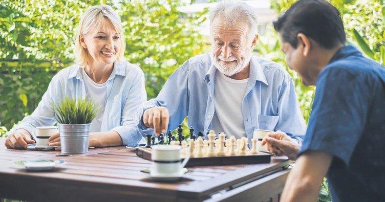 Evde olanlar bulmaca çözün satranç oynayın