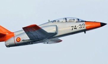 Son dakika: İspanya'da askeri uçak denize düştü