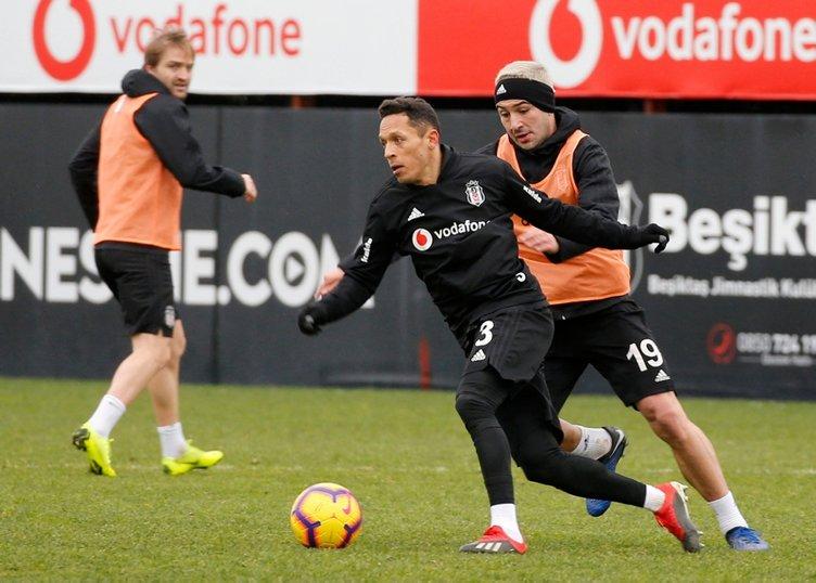 Beşiktaş'ta 4 oyuncunun bileti kesildi! Sezon sonunda yollar ayrılıyor