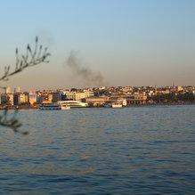 Kadıköy'de karaya oturan teknedeki 6 kişi kurtarıldı