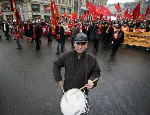 Komunistler Bolşevik Devrimi kutluyor