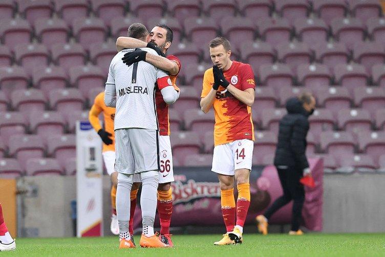 Son dakika haberi: Galatasaray'da Onyekuru transferi mutlu sonla bitti! Fenerbahçe de nabız yoklamıştı...