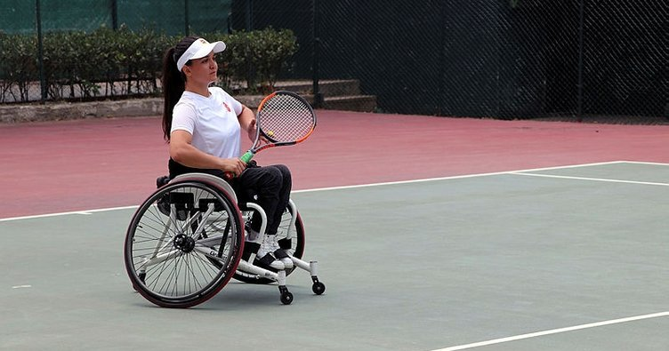 Paralimpik tenisçi Büşra Ün'den çifte şampiyonluk
