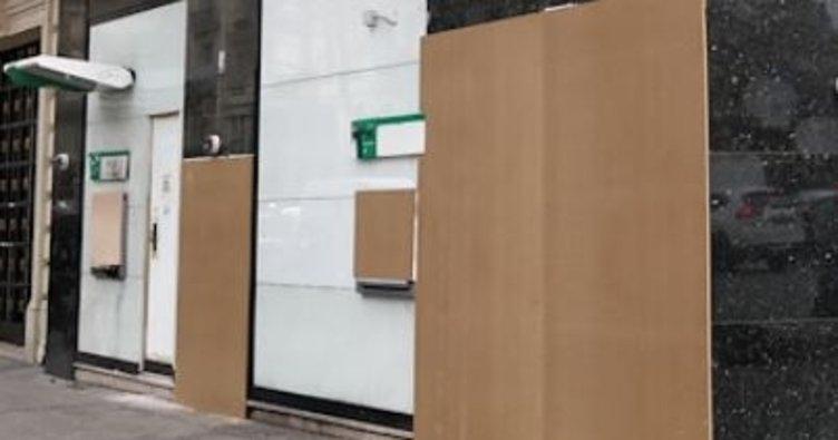 Paris'te ATM'ler suntalarla kapatıldı