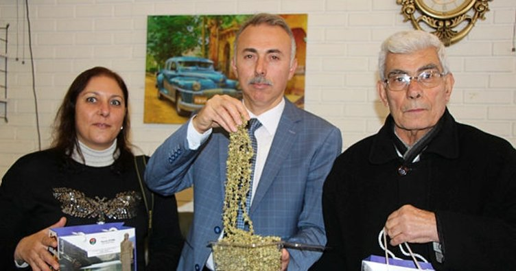 Öztürk'ten gazetecilere hediye bamya