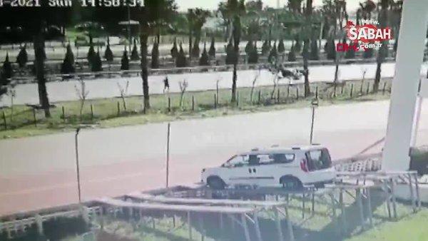Antalya'da koşarken hafif ticari aracın çarpmasıyla ölen adamın görüntüleri kamerada| Video