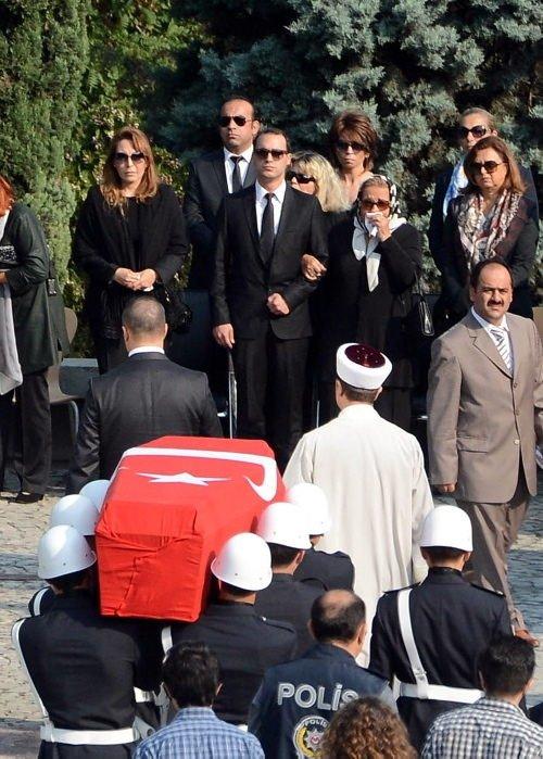 Turgut Özal'ın naaşı yeniden toprağa verildi