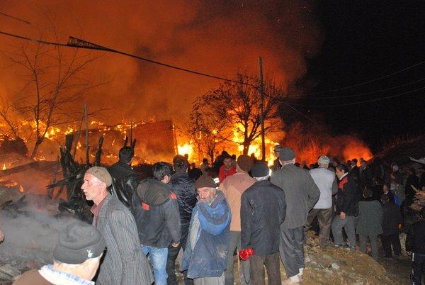 Kızılkese köyü yine yandı