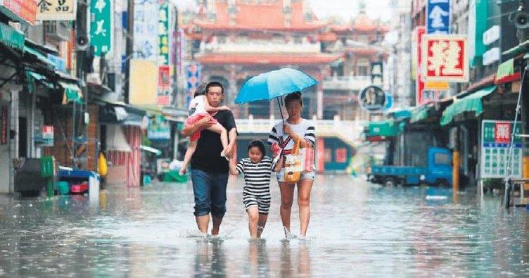 Tayvan'da tayfunlarda 131 kişi yaralandı