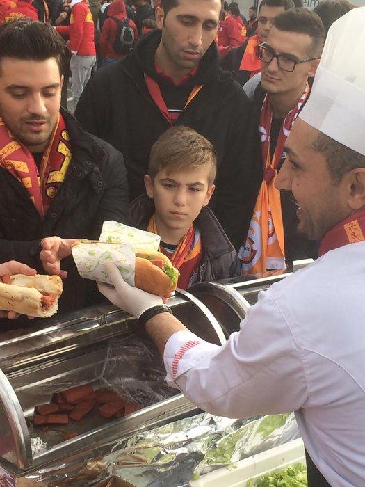 Galatasaray taraftarı TT Arena'da buluştu