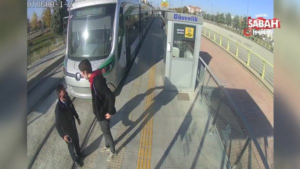 Konya'da tramvaya biletsiz binen yolcu güvenlik görevlisini bıçakladı | Video