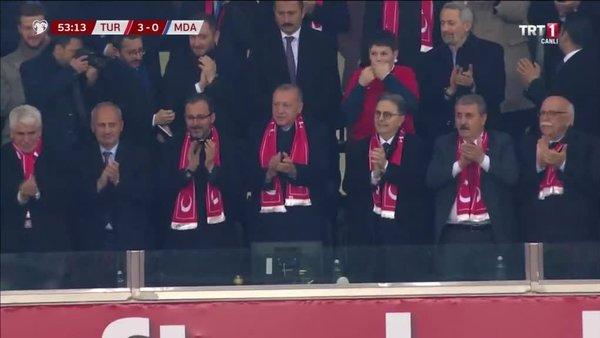 Başkan Erdoğan Türkiye - Moldova maçında Cenk Tosun'un golüne böyle sevindi