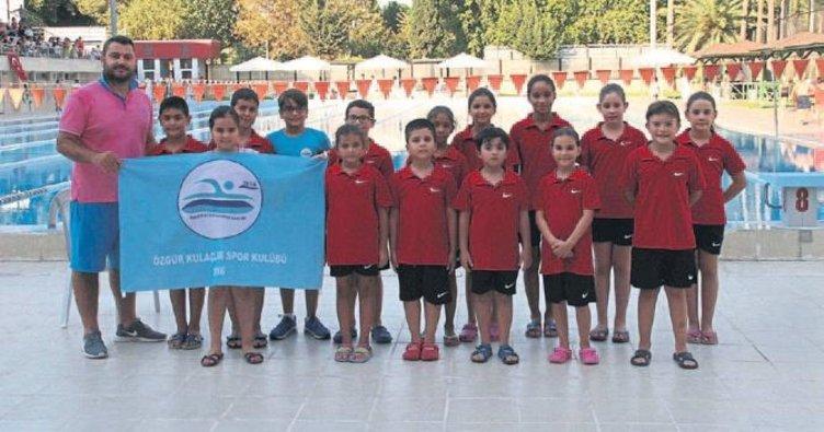 94 yüzücü bayramı kutladı